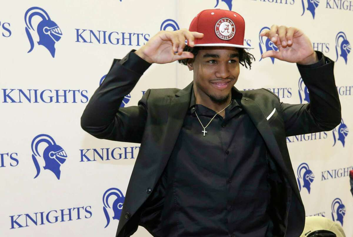 Jaylen Waddle announces his commitment to Alabama during National Signing Day at Episcopal High School, 4650 Bissonnet St., Wednesday, Feb. 7, 2018, in Houston. ( Melissa Phillip / Houston Chronicle )