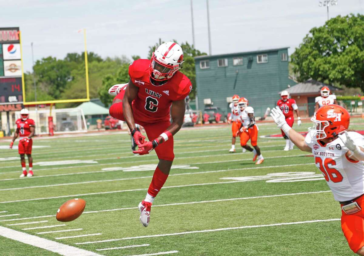 UIW Jayden Jones can't make a reception in the first half. College Football UIW vs. Sam Houston on Saturday, April 17, 2021 at UIW.