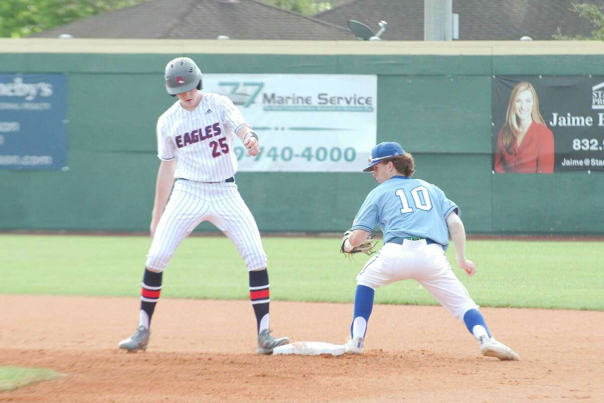 Dawson's Hayden Windsor (25) had three hits and drove in two runs Saturday against Alvin, but the Eagles lost, 7-6, in nine innings.