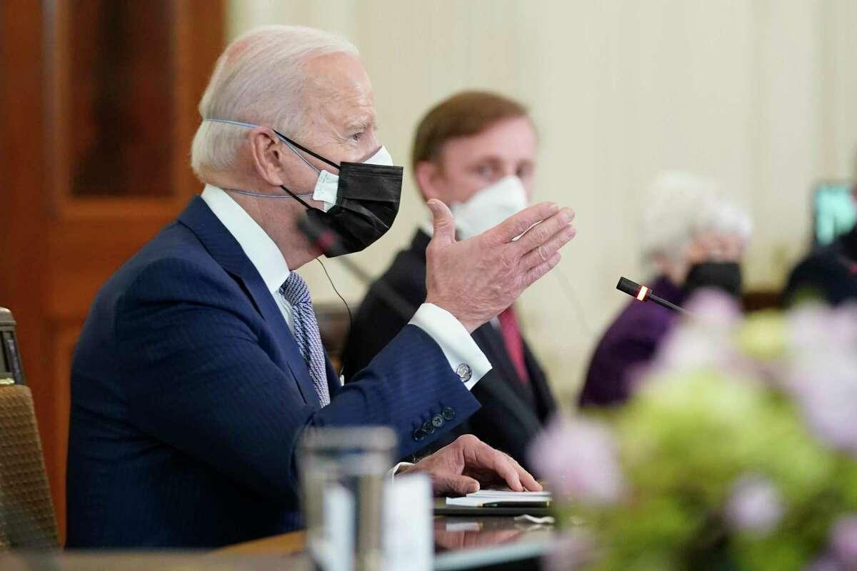 El presidente Joe Biden habla durante su reunión con el primer ministro japonés Yoshihide Suga el viernes 16 de abril de 2021 en el Comedor de Estado de la Casa Blanca, en Washington.