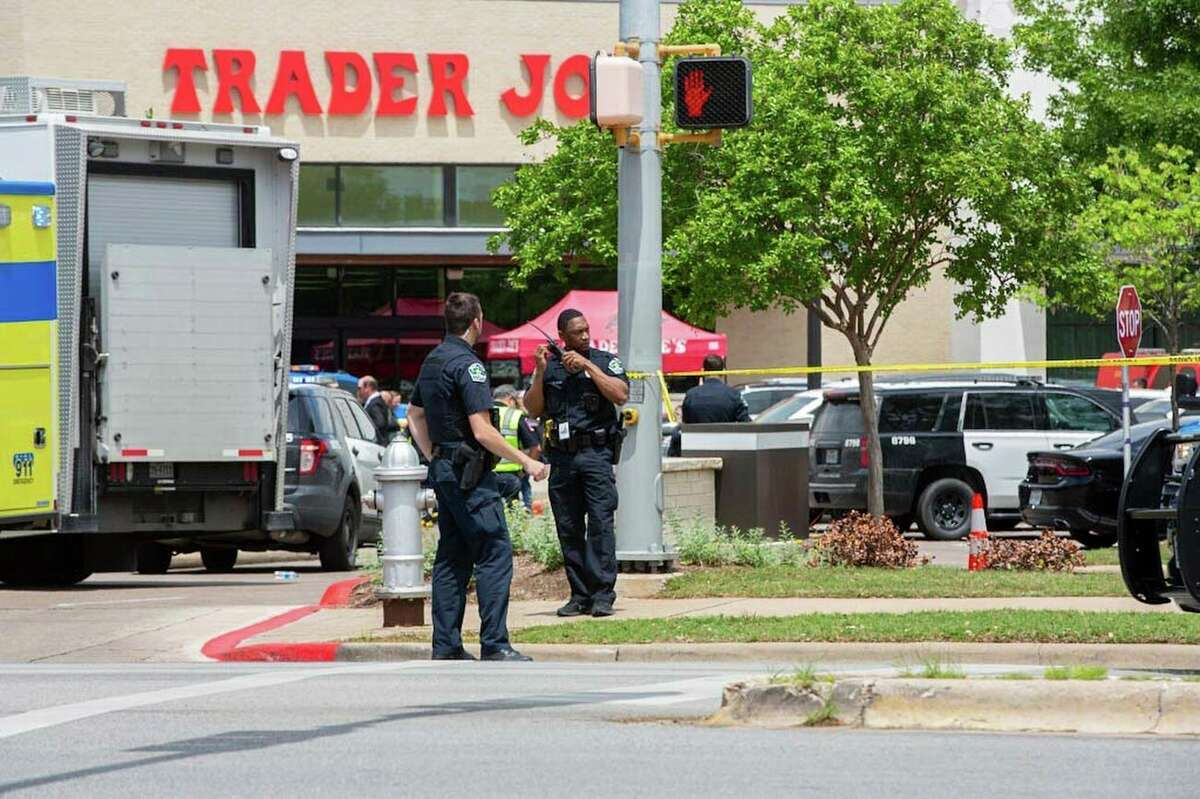 Police, SWAT and medical personnel respond to a fatal shooting in the Arboretum area of northwest Austin on Sunday, April 18, 2021. Brontë Wittpenn/Austin American-Statesman via AP)