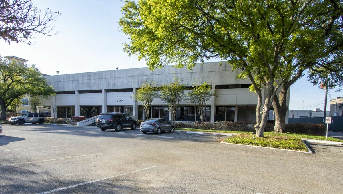 Braun Enterprises acquired a 90,423-square-foot office building on Old Katy Road.