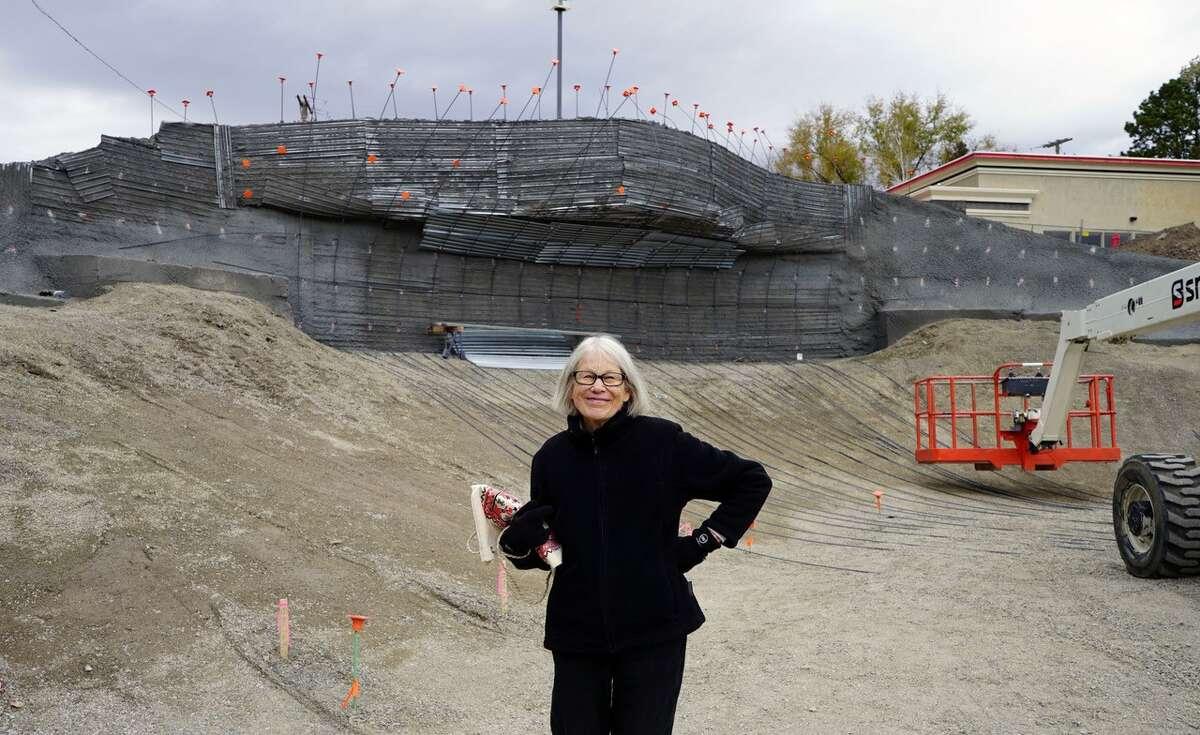 Patricia Johanson at Salt Lake Dam contrruction in Utah. (photo: Gerrit Goossen)