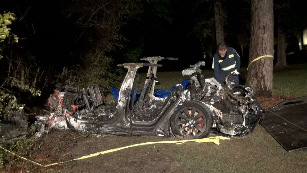 Two people died on Saturday, April 17, in a crash in The Woodlands. The two unidentified people were in a Tesla that caught fire after hitting two trees on Hammock Dunes Place in The Woodlands. The neighborhood is the Carlton Woods Creekside development located in Harris County.