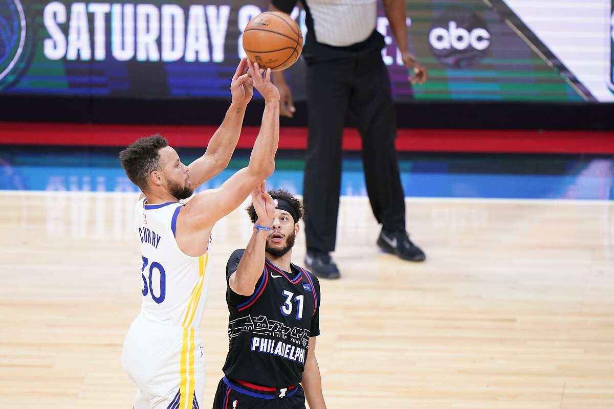 Stephen Curry hoists a shot over his brother, Seth Curry, during the first half.