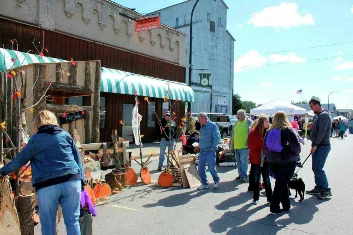 Visitors enjoy the Elkton Country Street Fair in 2018. The fair will return later this year after being canceled in 2020 due to the COVID-19 pandemic. (Tribune File Photo)