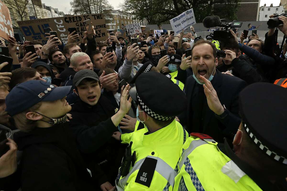 Former Chelsea goalkeeper Petr Cech (right) tries to calm down fans protesting against the proposed Super League on Tuesday.