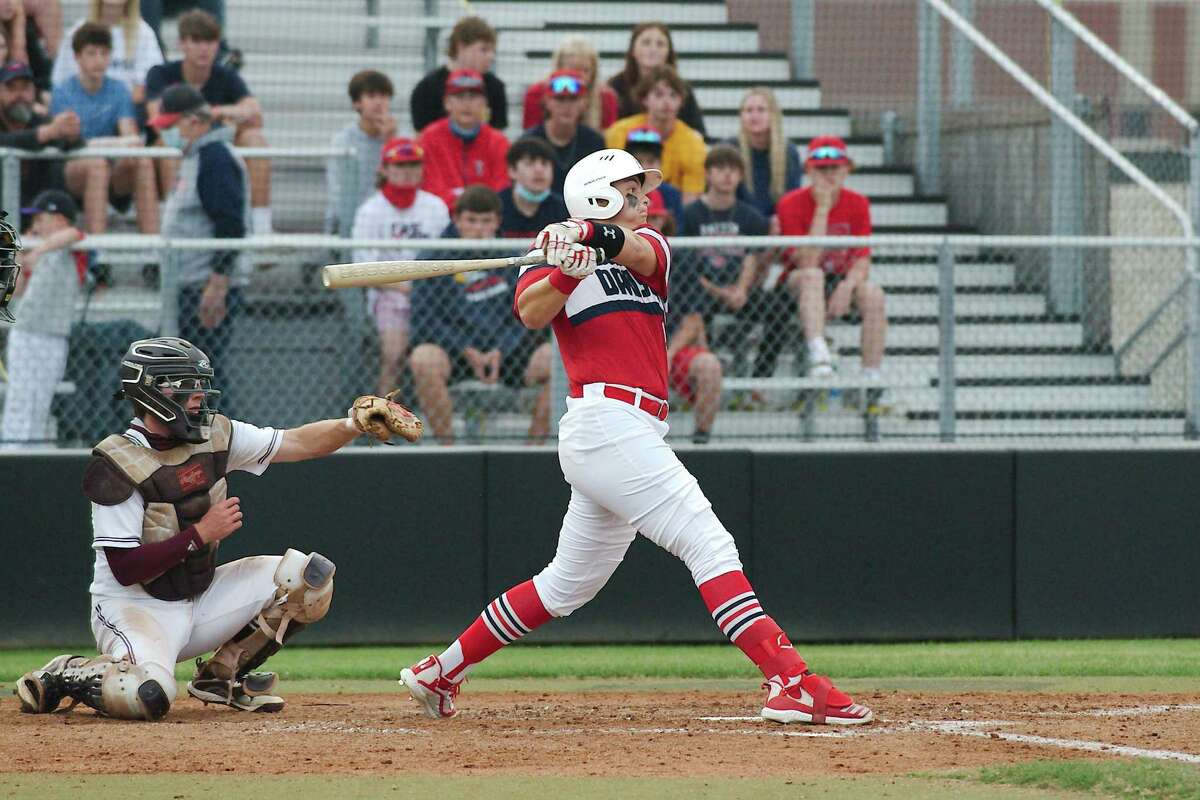 Dawson's Hayden Curry (9) drove in three runs Tuesday night to lead the Eagles to a 17-0 victory over Alief Elsik.