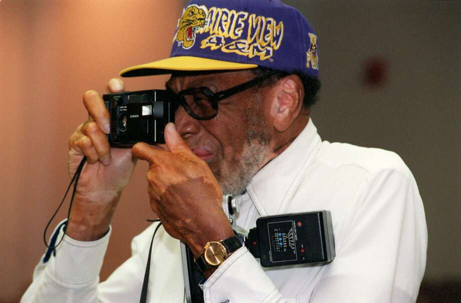 Prairie View A&M alumnus Sherman Jackson of Waco collects some memories during an Oct. 10, 1998, homecoming tour of the campus. Jackson is a member of the Class of 1948. Photo: E. Joseph Deering, Staff File Photo / Houston Chronicle
