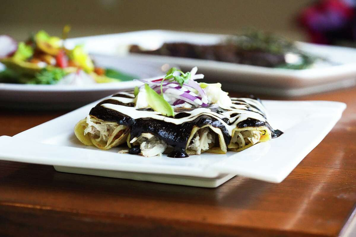 A new Mexican eatery in The Woodlands called Uli's Kitchen is expected to open in mid-May on Research Forest Drive. Chef David 'Ulises' Alcaraz and his wife Bonnie will serve traditional Mexican cuisine with a full bar. The restaurant will be open Tuesday through Saturday and closed on Monday.