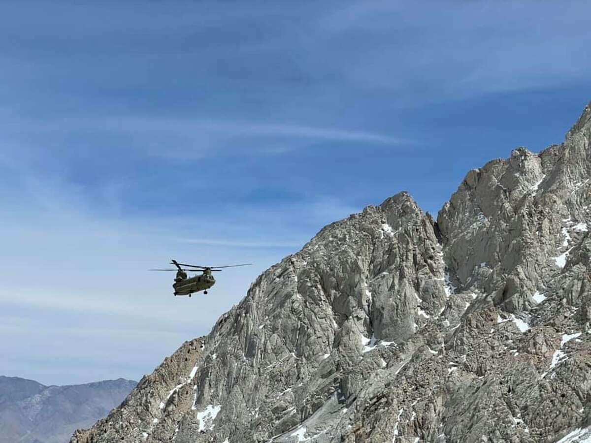 A Chinook helicopter dispatched for the rescue of Saulo Escalante's body in Mount Whitney.