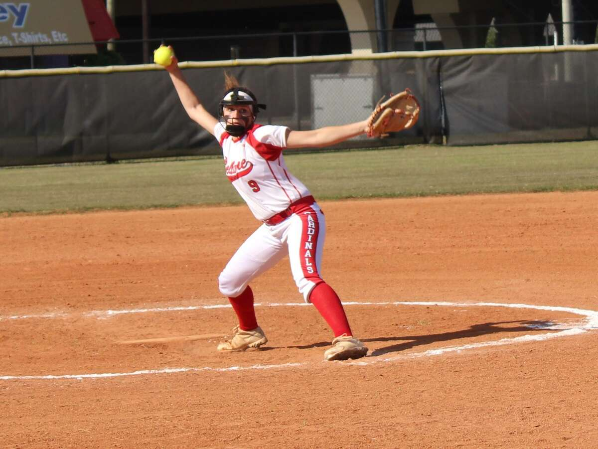 Bellaire junior pitcher Rylee Glenn in the circle for the Lady Cardinals.