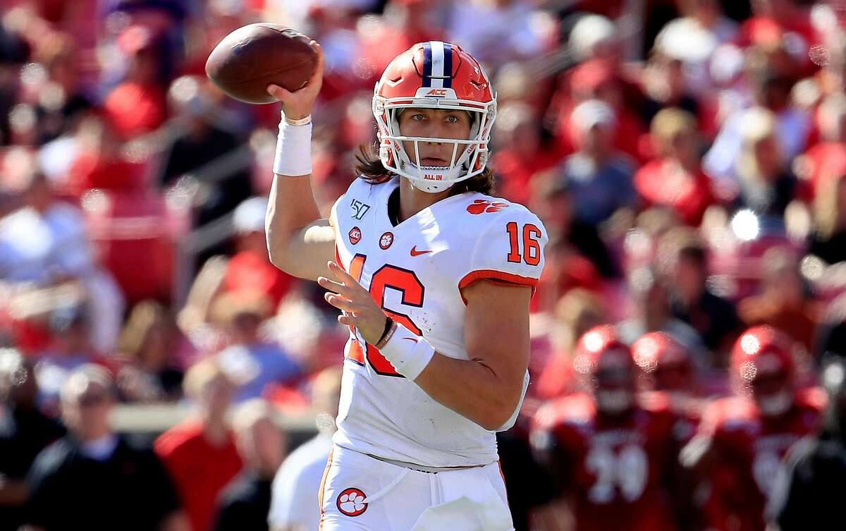 Trevor Lawrence (16) of the Clemson Tigers throws a touchdown pass against the Louisville Cardinals on October 19, 2019 at Cardinal Stadium in Louisville, Kentucky. (Andy Lyons/Getty Images/TNS)