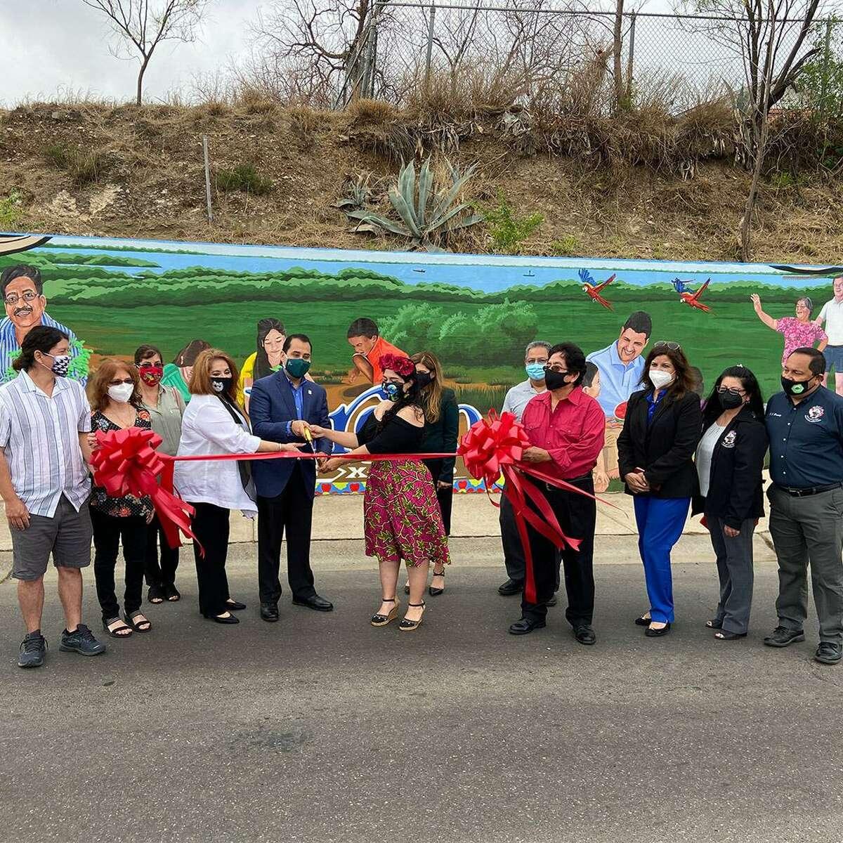 """La Ciudad de Laredo y el Regidor del Distrito 4, Alberto Torres Jr., en la inauguración de """"Nuestro Laredo Mural""""."""