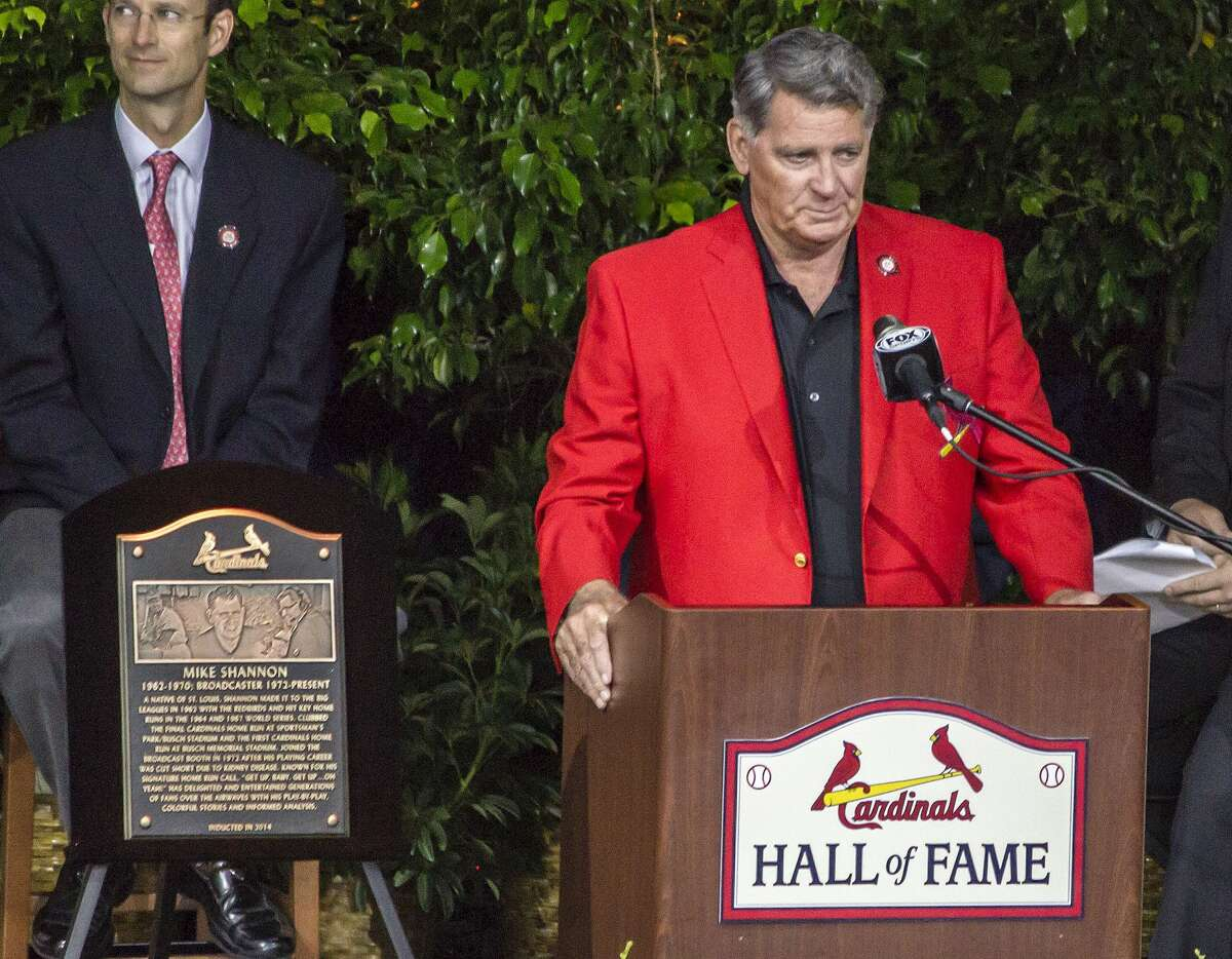 Mike Shannon speaks to the crowd at his induction into the St. Louis Cardinals Hall of Fame.