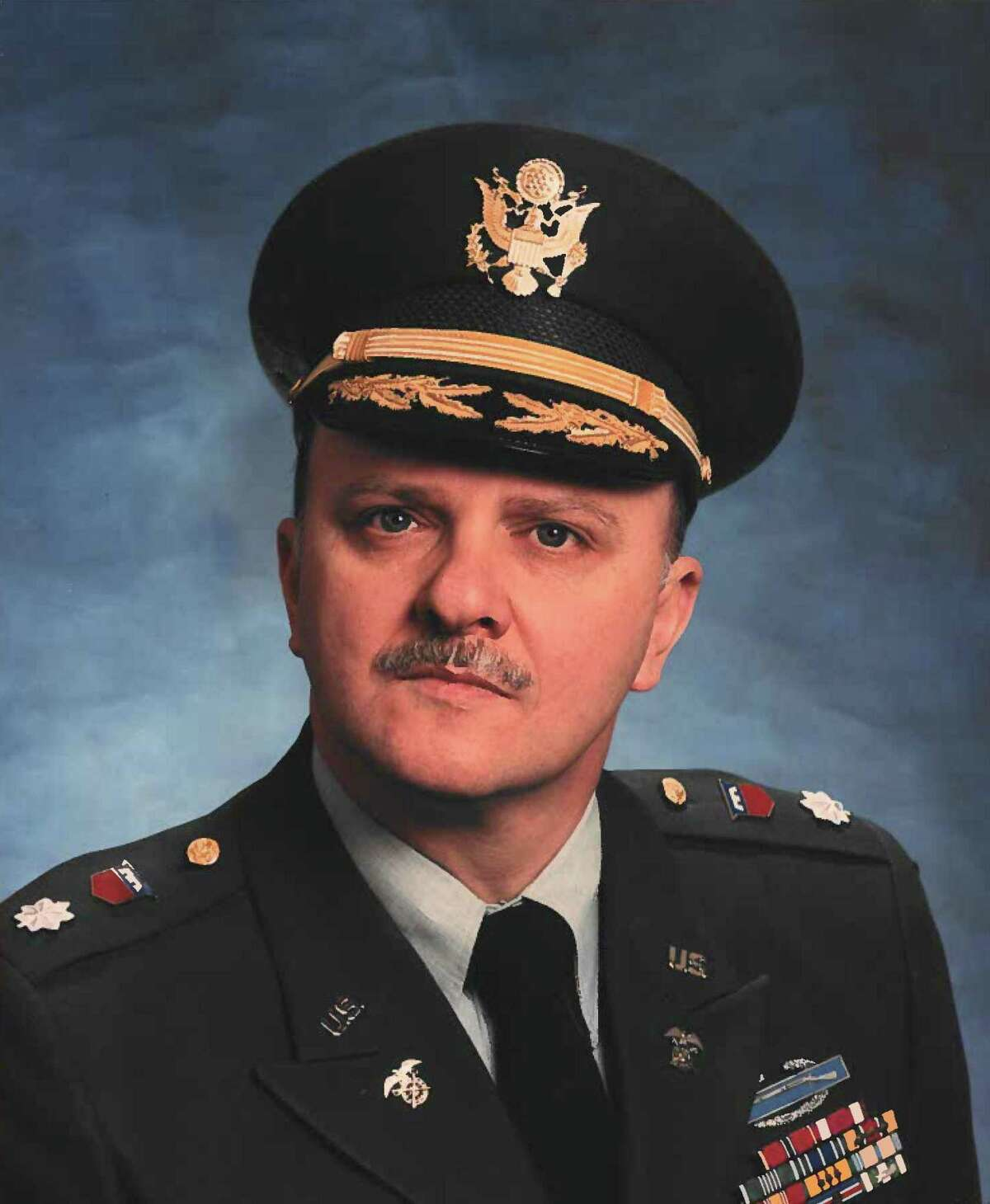 U.S. Army Lt. Col. Robert Mraz (ret) has been named Grand Marshal of Trumbull's 2021 Memorial Day parade.