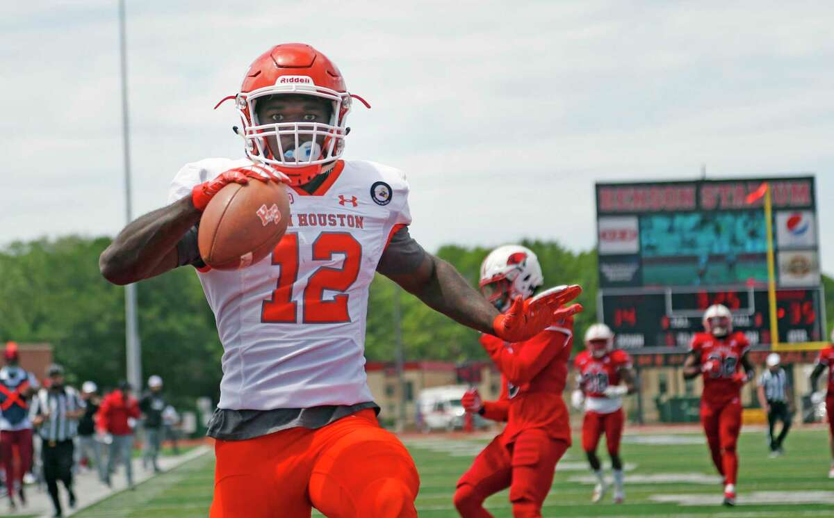 Sam Houston and Jequez Ezzard, scoring against UIW earlier this season, host Monmouth in the FCS playoffs on Saturday.