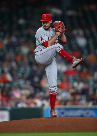 Los Angeles Angels starting pitcher Andrew Heaney (28) throws against the Houston Astros during the first inning of an MLB game at Minute Maid Park on Friday, April 23, 2021, in Houston. Photo: Godofredo A Vásquez/Staff Photographer / © 2021 Houston Chronicle
