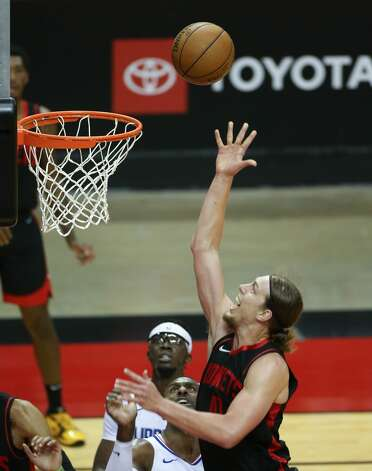 Houston Rockets forward Kelly Olynyk (41) puts up a layup in the second half against LA Clippers at the Toyota Center in Houston on Friday, April 23, 2021. Photo: Elizabeth Conley/Staff Photographer / © 2021 Houston Chronicle
