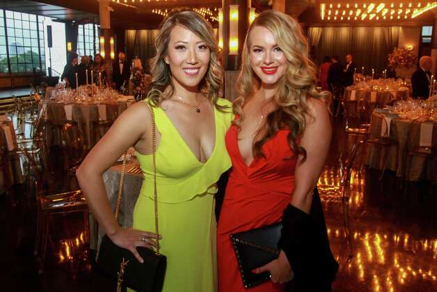 Becky Shaw, left, and Amber Kahil at the Houston Symphony Wine Auction and Collector's Dinner on April 23, 2021. Photo: Gary Fountain, Contributor / Copyright 2021 Gary Fountain