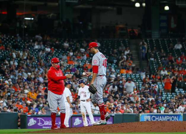 Los Angeles Angels manager Joe Maddon takes relief pitcher Steve Cishek (40) out of the game during the fifth inning against the Houston Astros at Minute Maid Park on Saturday, April 24, 2021, in Houston. Photo: Godofredo A Vásquez/Staff Photographer / © 2021 Houston Chronicle