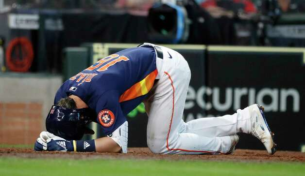 Houston Astros Aledmys Diaz (16) reacts as he fouled the ball off his leg during the seventh inning of an MLB baseball game at Minute Maid Park, Sunday, April 25, 2021, in Houston. Photo: Karen Warren, Staff Photographer / @2021 Houston Chronicle
