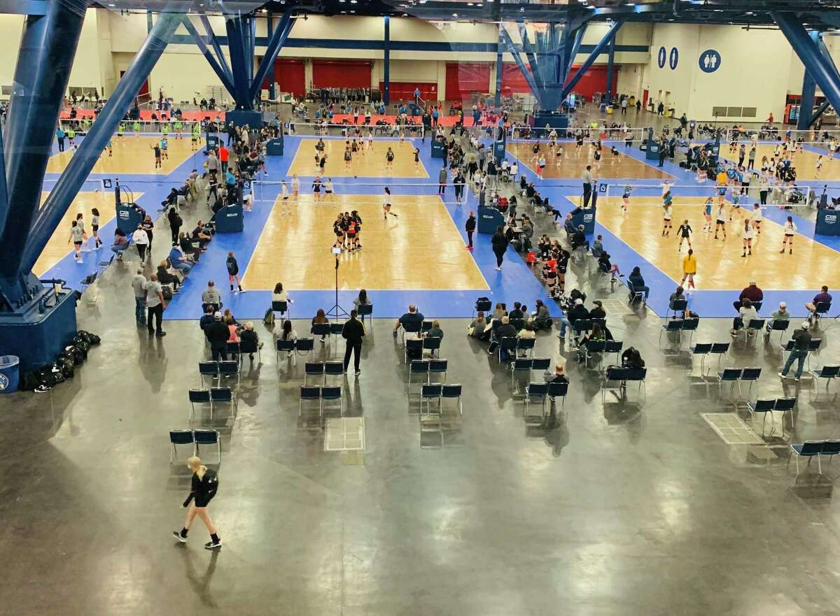 A youth volleyball tournament, the Cross Court Classic, drew a crowd to the George Brown Convention Center in March.