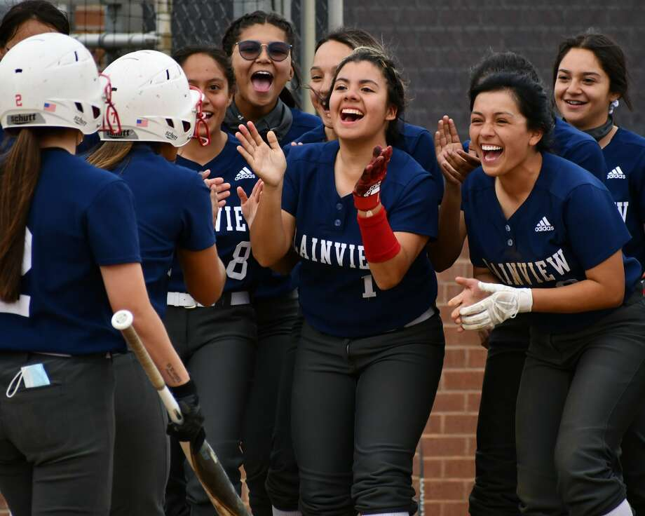 Plainview hosted Floydada in a tune-up softball game on Monday at Lady Bulldog Park. The Lady Bulldogs and Lady Winds played the game before the start of the playoffs later this week. The game ended in a 2-2 tie after seven innings. Photo: Nathan Giese/Planview Herald