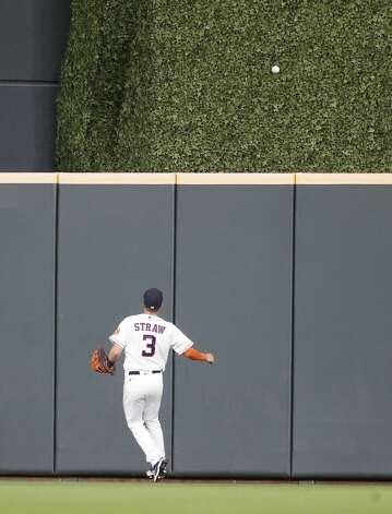 Houston Astros center fielder Myles Straw (3) chases Seattle Mariners Kyle Lewis' home run ball during the third inning of an MLB baseball game at Minute Maid Park, Monday, April 26, 2021, in Houston. Photo: Karen Warren/Staff Photographer / @2021 Houston Chronicle