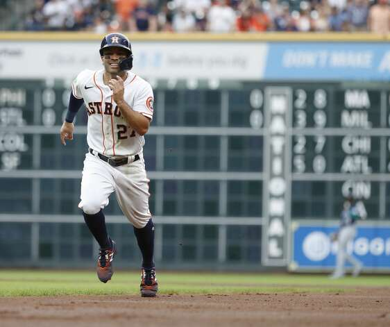 Houston Astros Jose Altuve (27) runs back to first as Michael Brantley lined out during the first inning of an MLB baseball game at Minute Maid Park, Monday, April 26, 2021, in Houston. Photo: Karen Warren/Staff Photographer / @2021 Houston Chronicle
