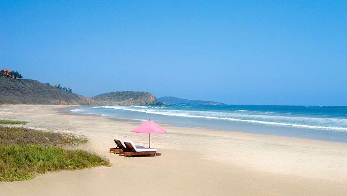 Las-Alamandas beachfront