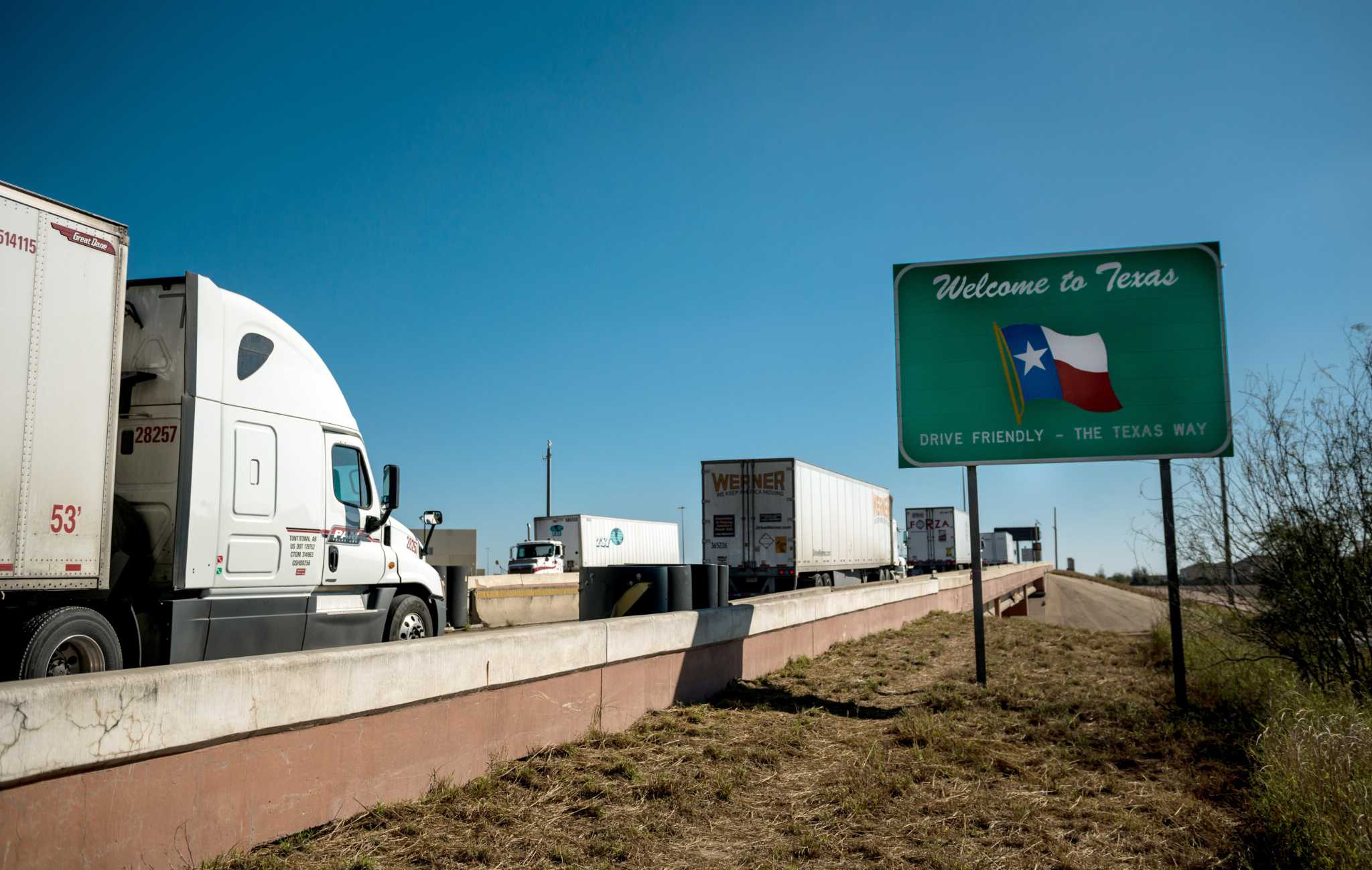 Earn $14,000 a week working for this Texas trucking company