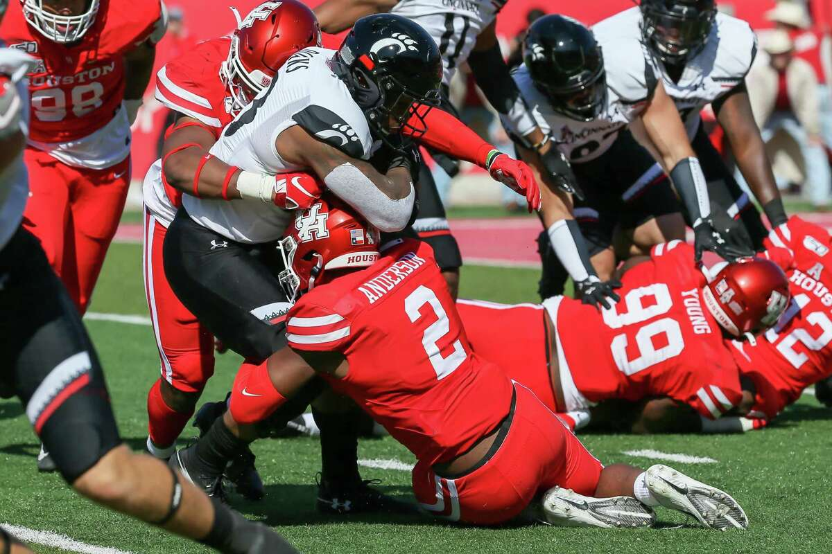 Deontay Anderson (2) expects to be making more tackles like this as he moves to linebacker for his senior season.