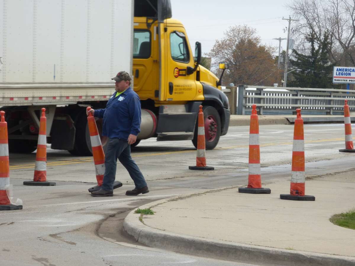 Lane closures on the U.S. 31 bascule bridge in Manistee continued on Wednesday, as the Michigan Department of Transportation gathered information needed to design future repairs to the bridge by making exploratory soil borings beneath it.