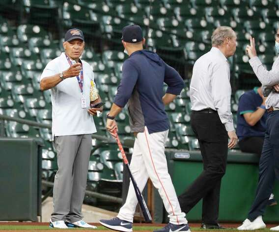 Reggie Jackson talks with Houston Astros bench coach Joe Espada during batting practice before the start of an MLB baseball game at Minute Maid Park, Wednesday, April 28, 2021, in Houston. Photo: Karen Warren, Staff Photographer / @2021 Houston Chronicle