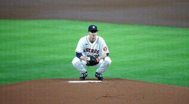 Houston Astros starting pitcher Zack Greinke (21) prepares to throw the first pitch against Seattle Mariners Sam Haggerty during the first inning of an MLB baseball game at Minute Maid Park, Wednesday, April 28, 2021, in Houston. Photo: Karen Warren, Staff Photographer / @2021 Houston Chronicle