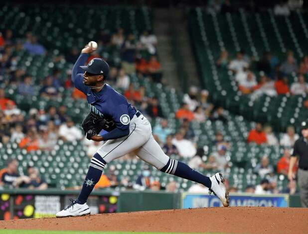 Seattle Mariners starting pitcher Justin Dunn pitches during the first inning of an MLB baseball game at Minute Maid Park, Wednesday, April 28, 2021, in Houston. Photo: Karen Warren, Staff Photographer / @2021 Houston Chronicle