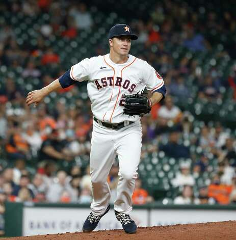Houston Astros starting pitcher Zack Greinke (21) spins as he pivots to back up a ground ball by Seattle Mariners Kyle Seager during the third inning of an MLB baseball game at Minute Maid Park, Wednesday, April 28, 2021, in Houston. Photo: Karen Warren, Staff Photographer / @2021 Houston Chronicle
