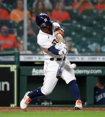 Houston Astros Jose Altuve (27) lines out to Seattle Mariners center fielder Kyle Lewis during the seventh inning of an MLB baseball game at Minute Maid Park, Wednesday, April 28, 2021, in Houston. Photo: Karen Warren, Staff Photographer / @2021 Houston Chronicle