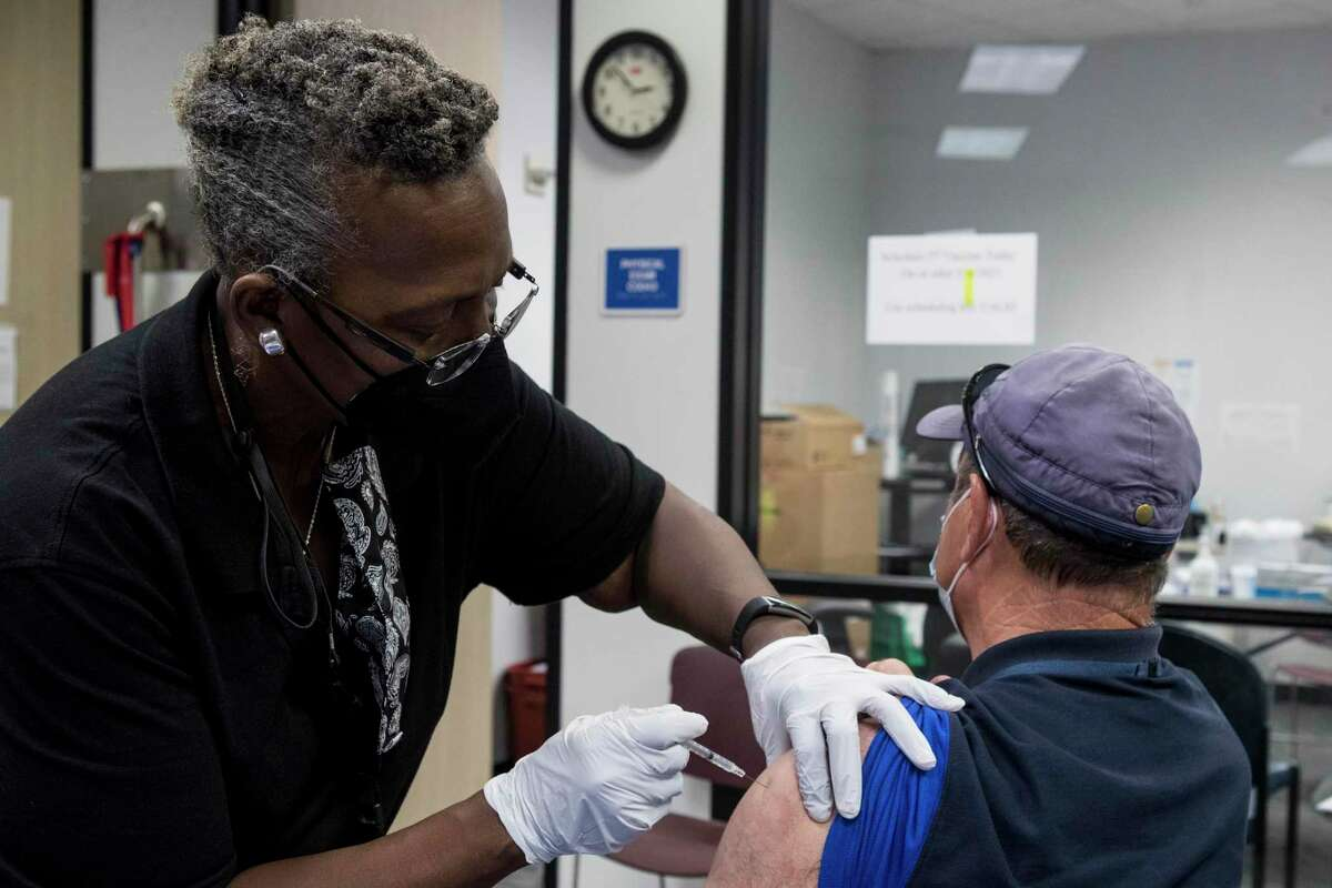 Applications for unemployment insurance fell last week as more people got vaccinated and headed back to work.