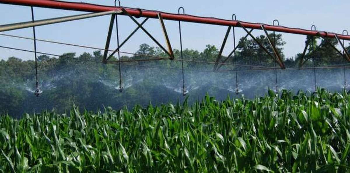 A new University of Illinois led study is identifying obstacles and solutions to improve performance and adoption of irrigation decision support tools at the field scale.