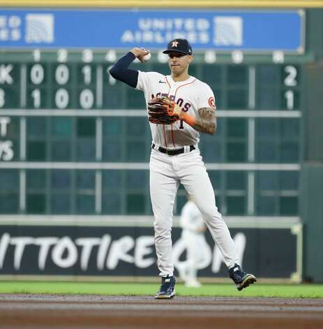 Houston Astros shortstop Carlos Correa (1) makes the throw to first as Seattle Mariners J.P. Crawford (3) ground out during the second inning of an MLB baseball game at Minute Maid Park, Thursday April 29, 2021, in Houston. Photo: Karen Warren, Staff Photographer / @2021 Houston Chronicle