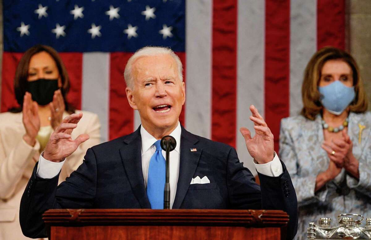 TOPSHOT - US President Joe Biden addresses a joint session of Congress as US Vice President Kamala Harris and US Speaker of the House Nancy Pelosi applaud at the US Capitol in Washington, DC, on April 28, 2021. (Photo by Melina Mara / POOL / AFP) (Photo by MELINA MARA/POOL/AFP via Getty Images)