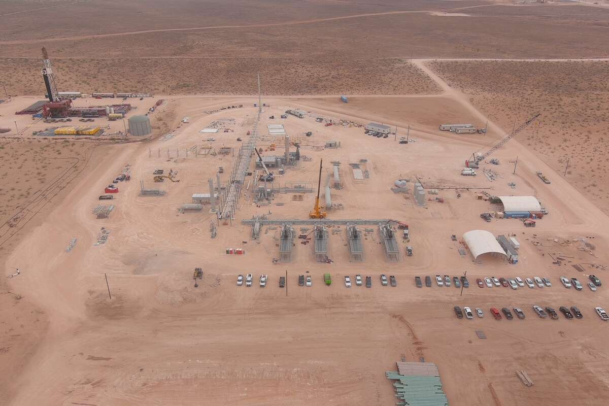 This drone shot shows Piñon Midstream's new sour gas treating facility under construction in Lea County, New Mexico. In the upper left corner is the drilling pad for the 18,000-foot H2S and CO2 sequestration well, the Independence AGI #1.