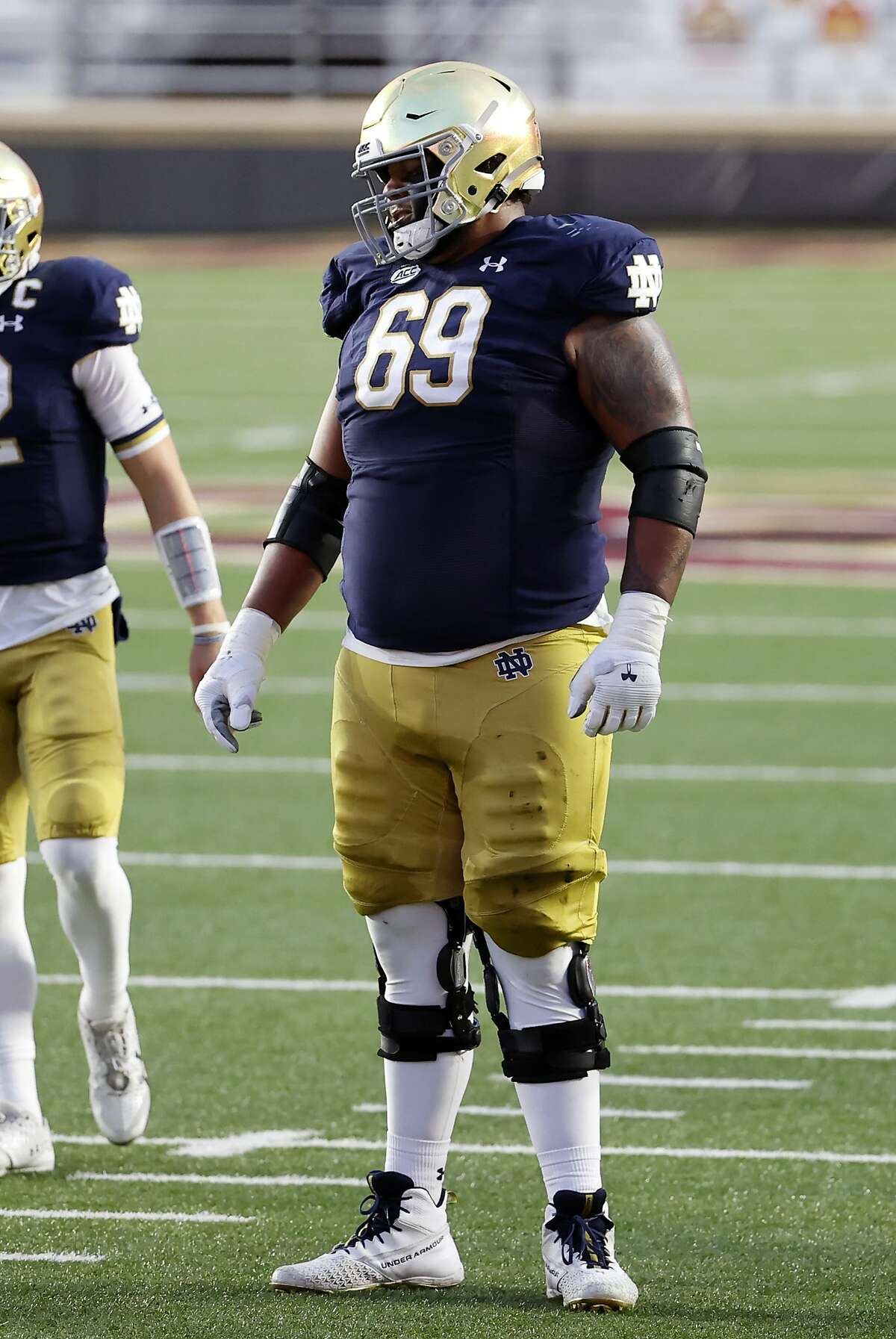 CHESTNUT HILL, MA - NOVEMBER 14: Notre Dame offensive lineman Aaron Banks (69) during a game between the Boston College Eagles and the Notre Dame Fighting Irish on November 14, 2020, at Alumni Stadium in Chestnut Hill, Massachusetts. (Photo by Fred Kfoury III/Icon Sportswire via Getty Images)