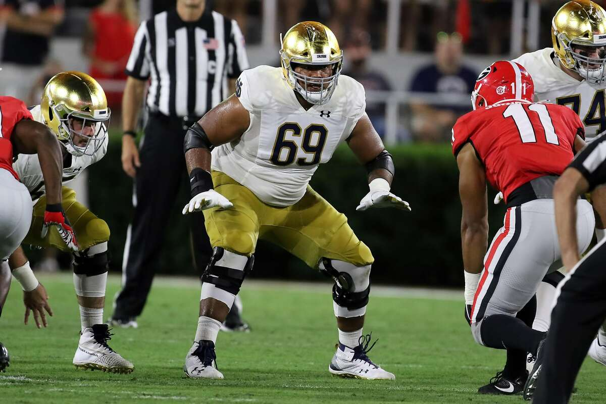 ATHENS, GA - SEPTEMBER 21: Notre Dame Fighting Irish offensive lineman Aaron Banks (69) during the game between the Georgia Bulldogs and the Notre Dame Fighting Irish on September 21, 2019 at Sanford Stadium in Athens, Georgia. (Photo by Michael Wade/Icon Sportswire via Getty Images)