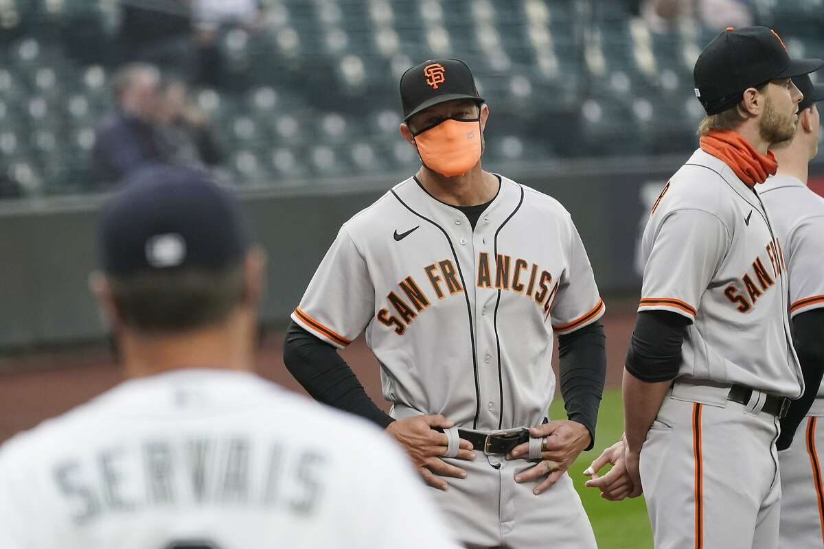 Manager Gabe Kapler (center) and vaccinated Giants, who reached MLB's target, won't have to wear masks in the dugout.