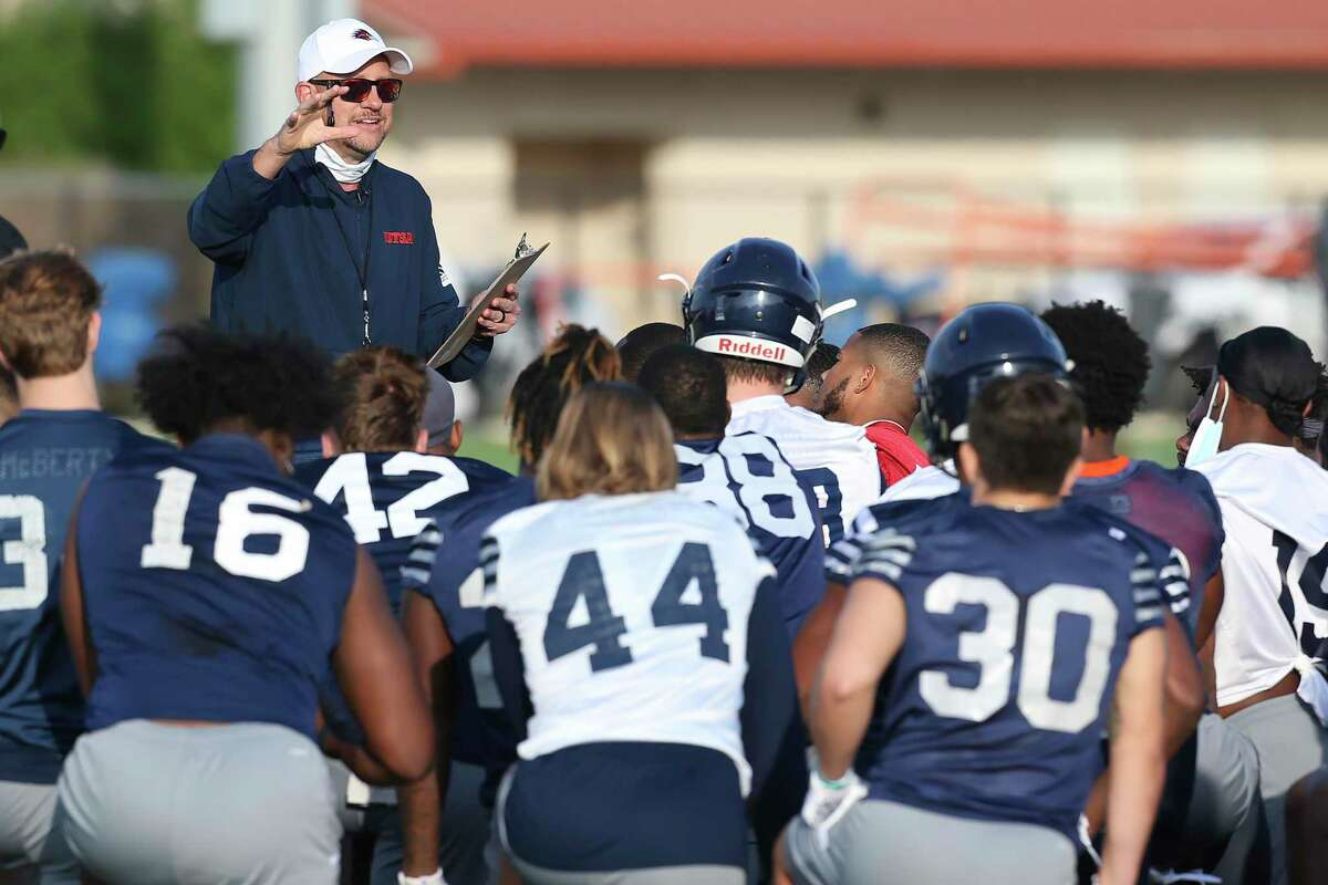 UTSA coach Jeff Traylor addresses the team during their spring practice, Monday, March 29, 2021.
