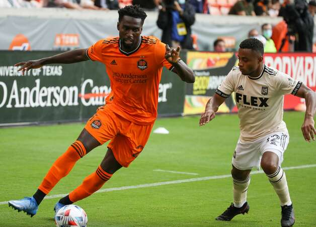 Houston Dynamo FC midfielder Derrick Jones (21) dribbles the ball against Los Angeles FC defender Diego Palacios (12) during the second half of an MLS match at BBVA Stadium on Saturday, May 1, 2021, in Houston. The game ended 1-1. Photo: Godofredo A Vásquez/Staff Photographer / © 2021 Houston Chronicle