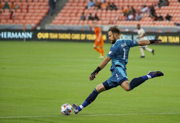 Houston Dynamo FC goalkeeper Marko Maric (1) goal kicks the ball against the Los Angeles FC during the first half of an MLS match at BBVA Stadium on Saturday, May 1, 2021, in Houston. Photo: Godofredo A Vásquez/Staff Photographer / © 2021 Houston Chronicle